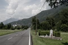 Beura Cardezza (VB), Italia.  Il monumento a ricordo della fucilazione di 9 persone del 27 giugno 1944, avvenuta in questo luogo. La meridiana che fa parte del monumento indica il momento preciso della fucilazione.